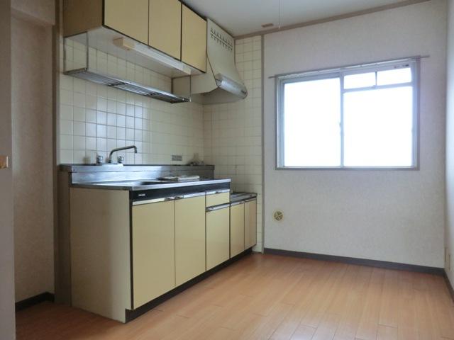 第2西形マンション 302号室のキッチン