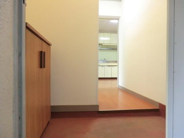 第1西形マンション 205号室の玄関