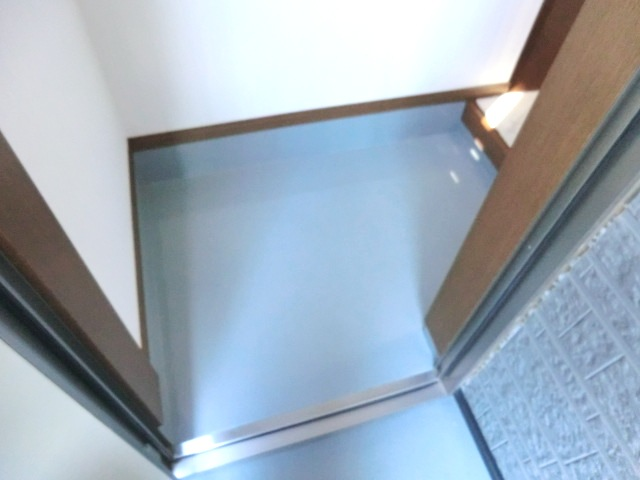 ハイムタカノ 105号室の玄関