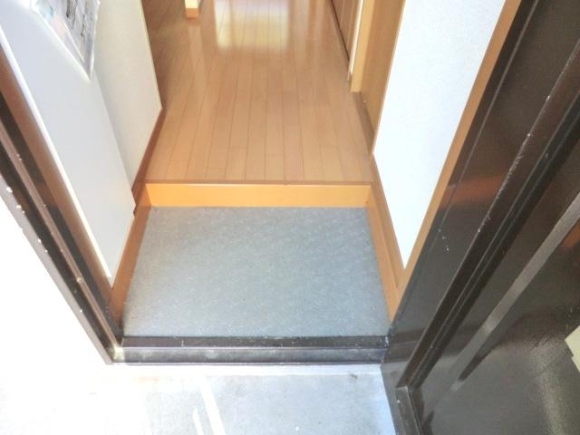 イースタンハイツ 102号室の玄関