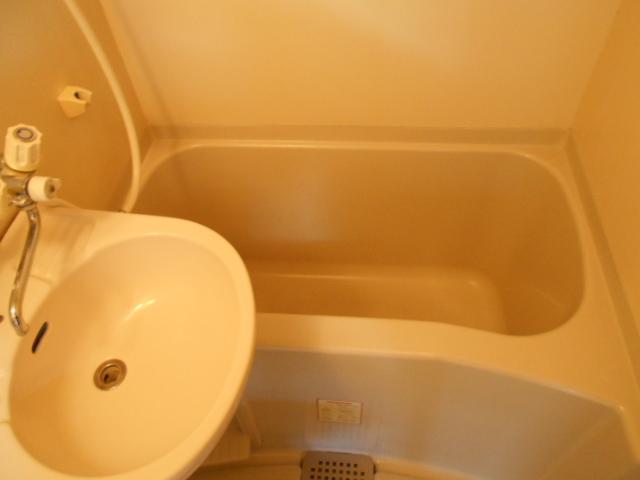 ジュネス下大久保 205号室の風呂