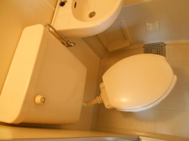 ジュネス下大久保 205号室のトイレ