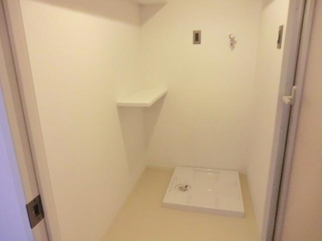 アールリエット浦和常盤A棟 302号室の洗面所