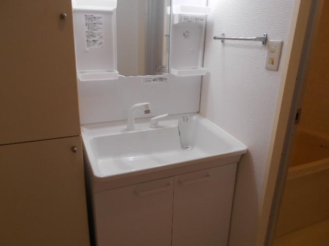 ボン・ファミーユ常盤 105号室の洗面所