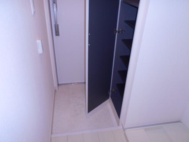 リブリ・イレブン 101号室の玄関