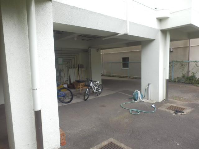 鴻巣橋ハイツ 301号室の駐車場