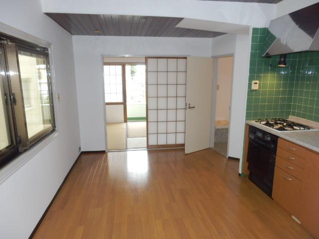 鴻巣橋ハイツ 301号室のリビング