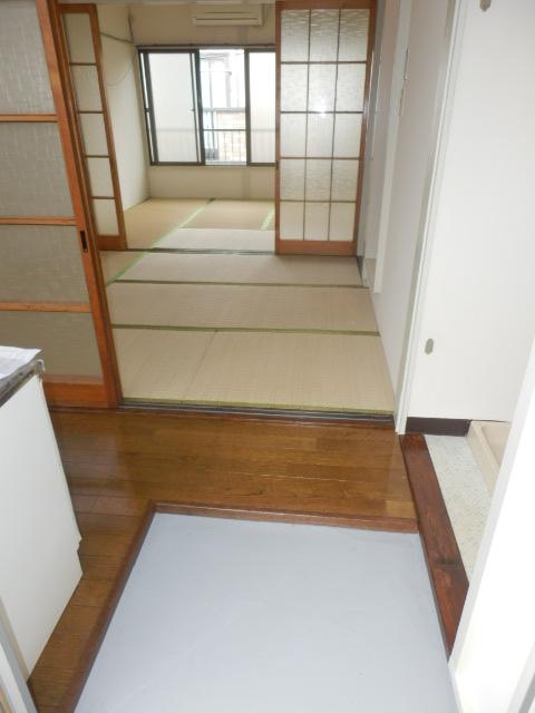 二光荘 211号室の玄関