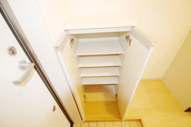 SCARLET箱崎(スカーレット) 203号室の玄関