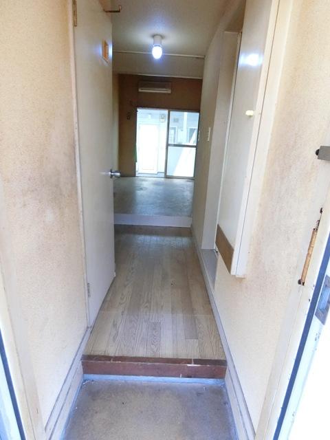ウイング筥松 A105号室の玄関