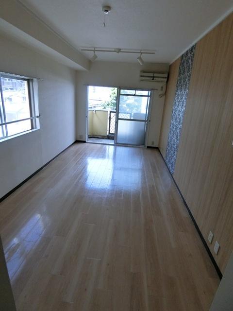 パールハイツ吉塚 301号室のリビング
