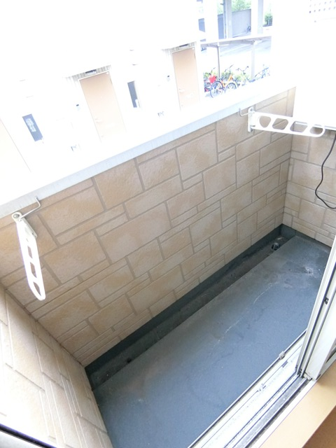 コンフォートベネフィス箱崎7 103号室のバルコニー