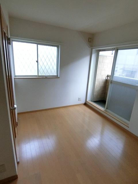 コンフォートベネフィス箱崎7 103号室のリビング