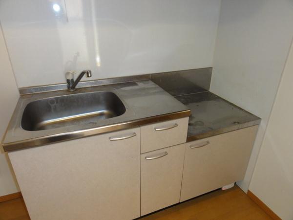 コンフォートベネフィス箱崎8 203号室のキッチン