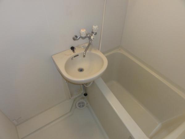 コンフォートベネフィス箱崎8 203号室の風呂