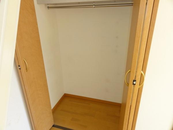 コンフォートベネフィス箱崎8 203号室の収納