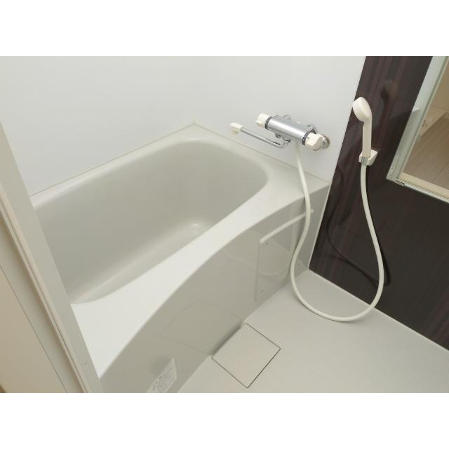 リファイズ博多 202号室の風呂