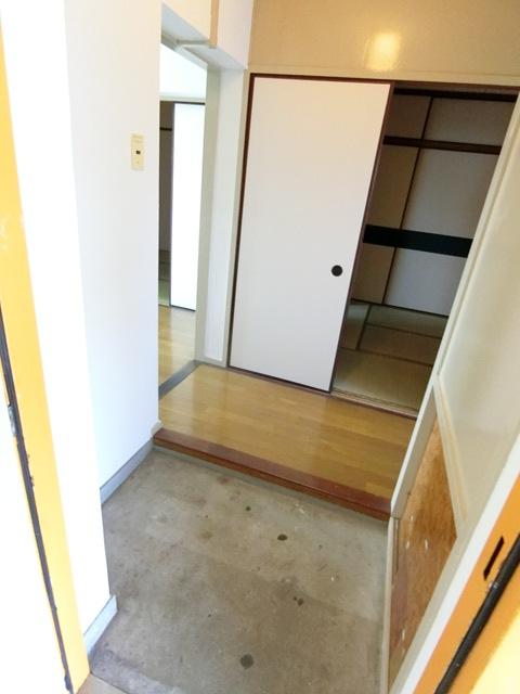 ビレッジハウス吉塚3号棟 105号室の玄関