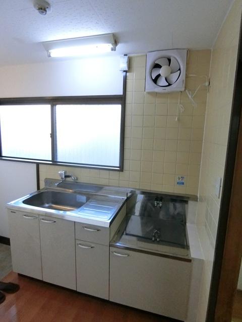 本村ビル 303号室のキッチン