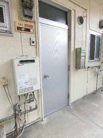 コーポ福開 101号室の玄関