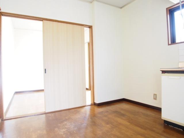 第二ゼネラルハイツ 101号室のリビング