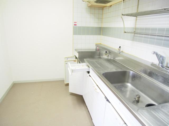 ペアシティ久喜参番館 411号室のキッチン