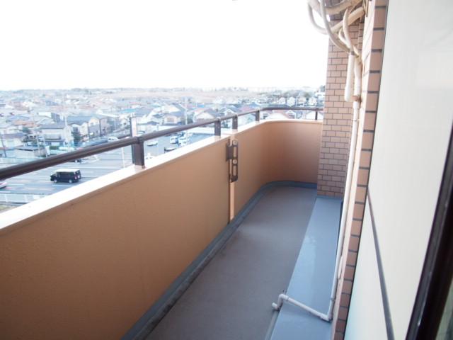 ペアシティ久喜参番館 507号室のバルコニー