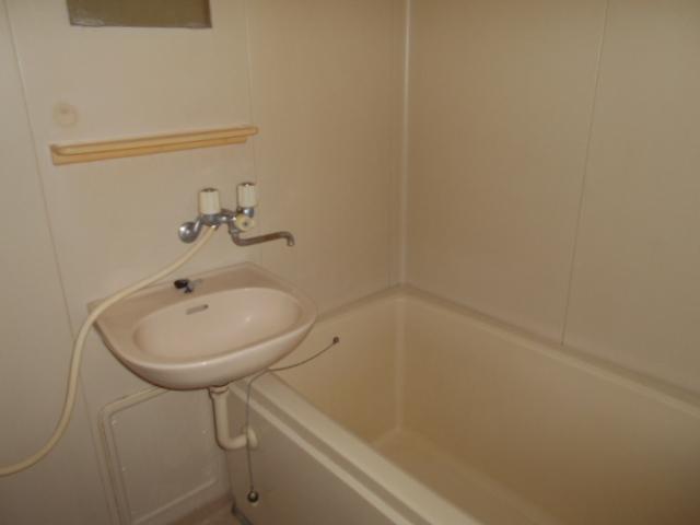 キャピタルツイン1 201号室の風呂