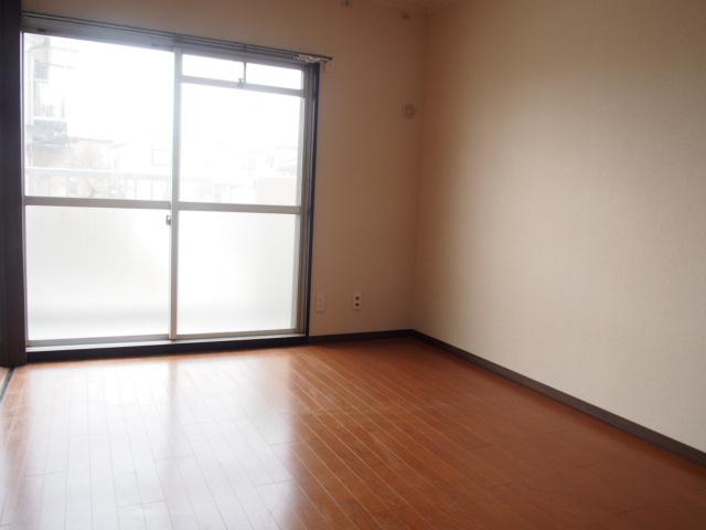 ヒルズマンション 102号室のリビング