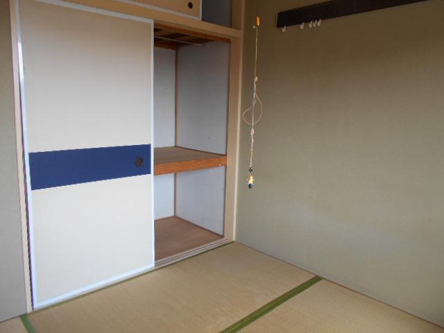 ラ・メゾン・ド・トゥルワ 201号室の収納