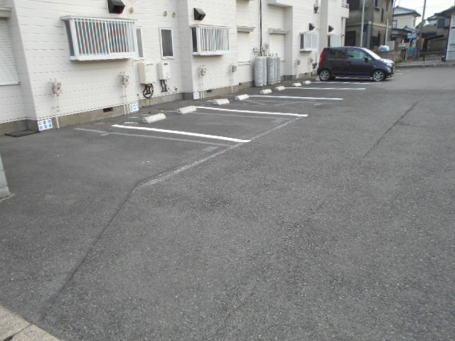 新井コーポ 103号室の駐車場