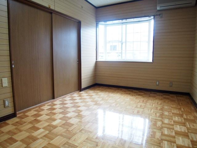 アーバン誠 102号室のリビング