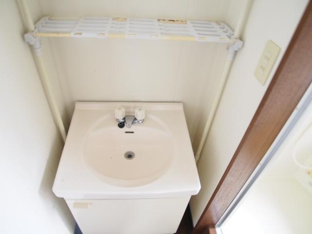 アーバン誠 102号室の洗面所