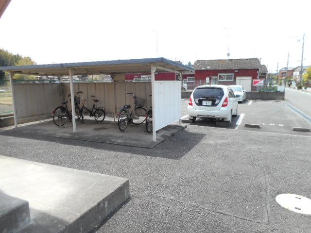 メゾンMORI 202号室の駐車場