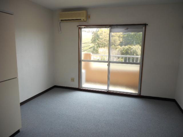 メゾンMORI 202号室のリビング