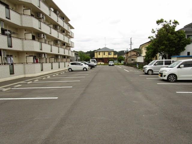エチュード 103号室の駐車場