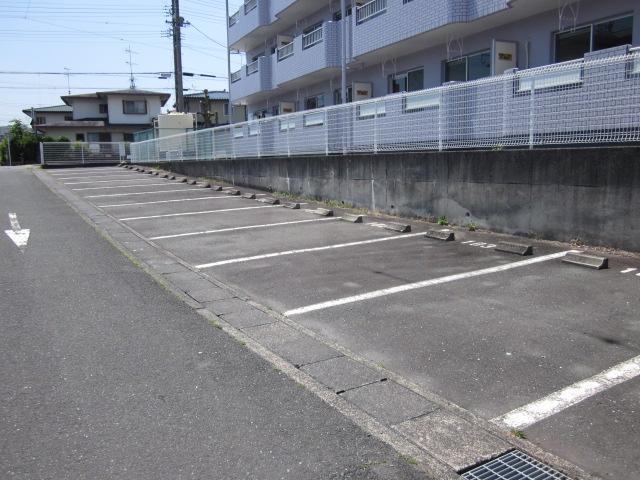 プロヴァンス 103号室の駐車場