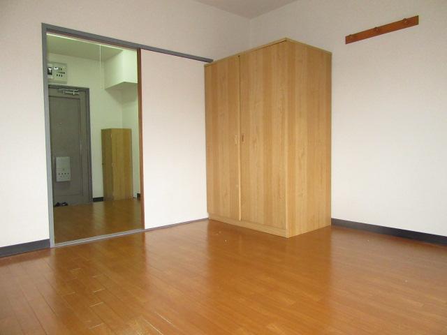 ブルースカイ 105号室のリビング