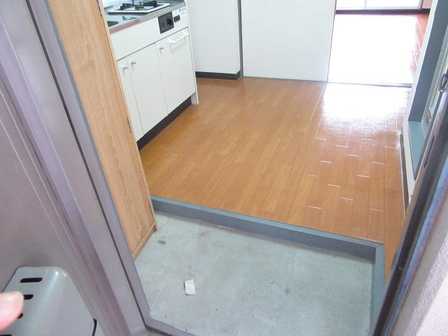 ブルースカイ 105号室の玄関