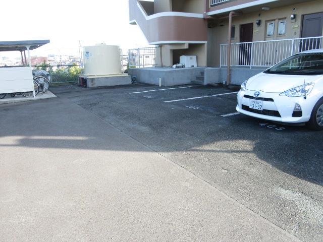 グリーンヒル 303号室の駐車場