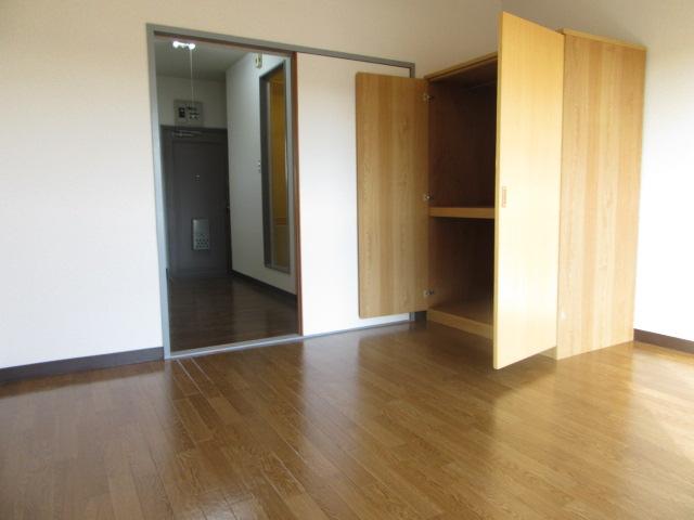 グリーンヒル 405号室のリビング