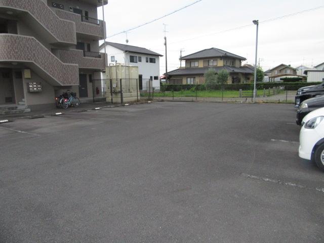 マンションアトランティスⅡ 203号室の駐車場