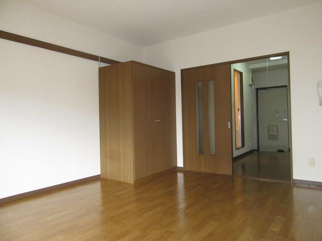 マンションアトランティスⅡ 203号室のリビング