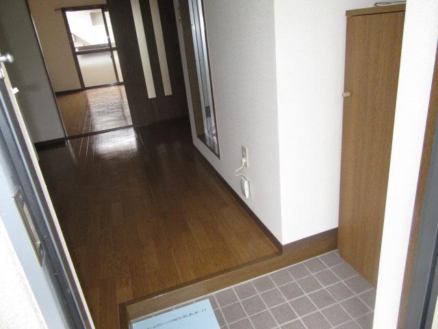 マンションアトランティスⅡ 203号室の玄関