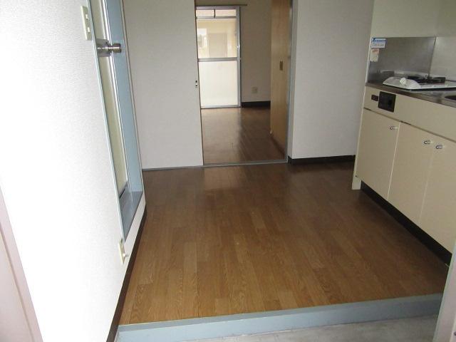 ウエストコート 103号室の玄関