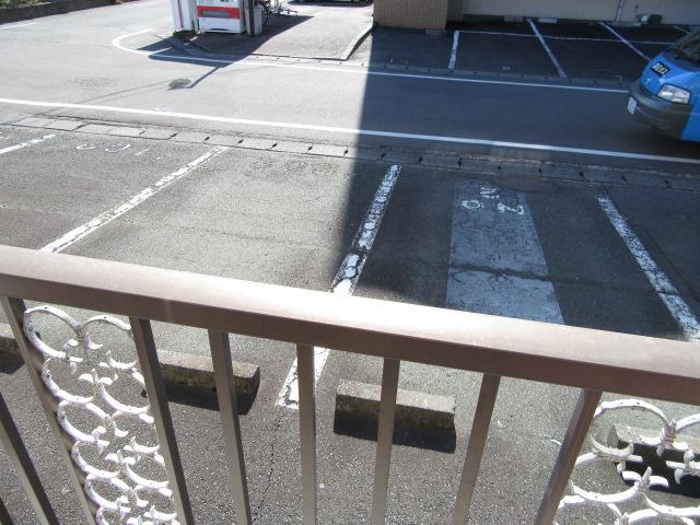 ビーフルミサキハイツB 201号室の駐車場