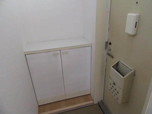 ビーフルミサキハイツB 201号室の玄関