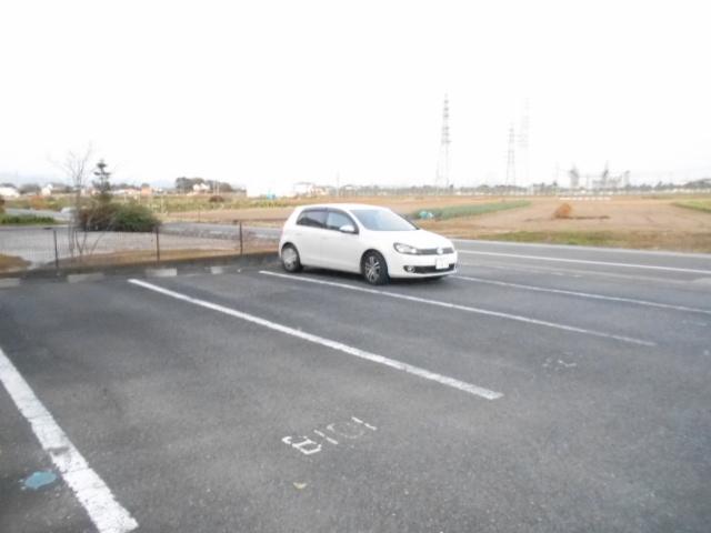 コロラトゥーラB 101号室の駐車場