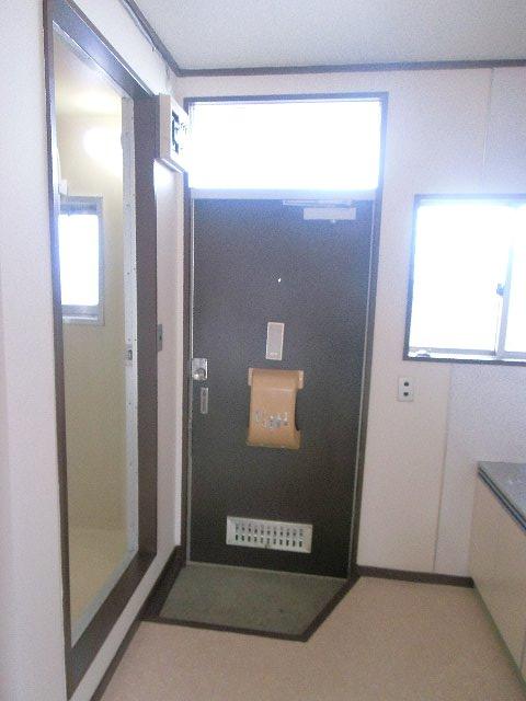 コーポ・コトブキ 202号室の玄関