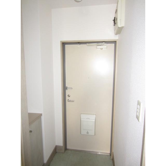 ヴィラージュドゥエス・ボン 102号室の玄関